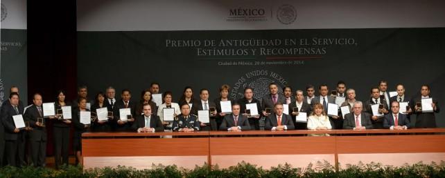 Entrega Presidencia de la República Premio de Antigüedad en el Servicio Público, Estímulos y Recompensas 2014