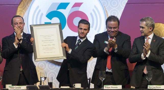En el evento, el Presidente de la República entregó los Premios Antena CIRT en la Radio, en la Televisión, y por Servicio Social.