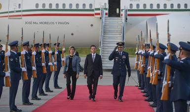 El Primer Mandatario asistirá hoy a la Cena que en honor de los Jefes de Estado y de Gobierno ofrece el Presidente de la República de Colombia, Juan Manuel Santos.