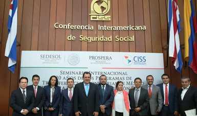 Representantes de empresas consultoras e instituciones especializadas en desarrollo social durante el Seminario Internacional