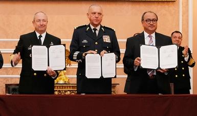 Imagen: Funcionarios de SEP-Sedena-Semar, presentando el acuerdo firmado