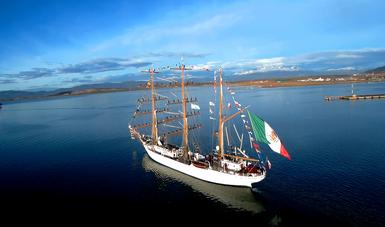 Buque Escuela Velero Cuauhtémoc navegando  los litorales de América Latina y del Caribe
