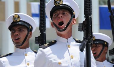 Guardiamarinas de la Heroica Escuela Naval Militar  en plena graduación