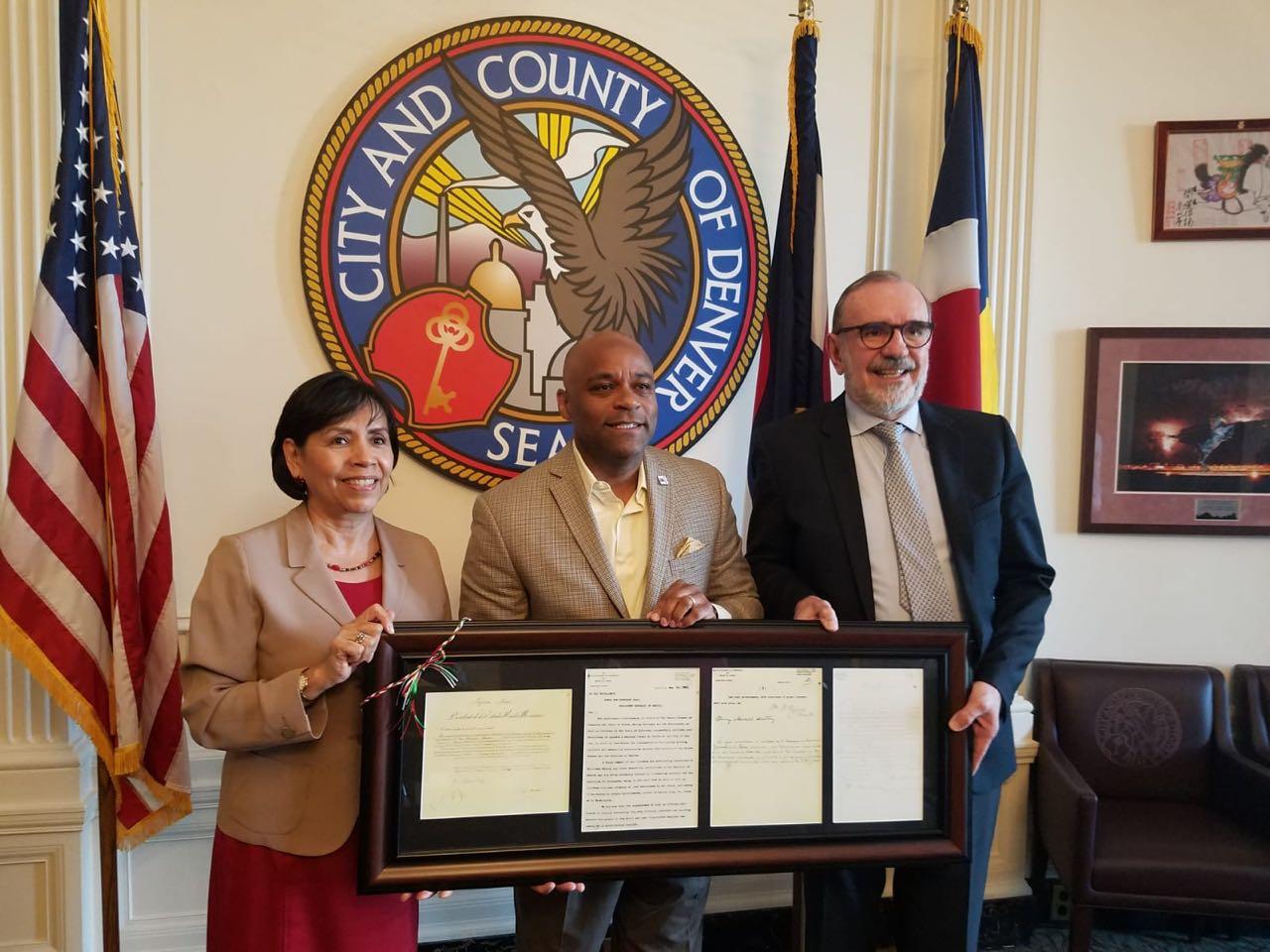 Subsecretario Carlos Sada con el Alcalde de Denver,Michael Hancock
