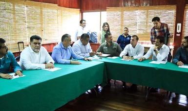 Vista general de reunión para dar atención a la muerte de manatíes  en Tabasco.