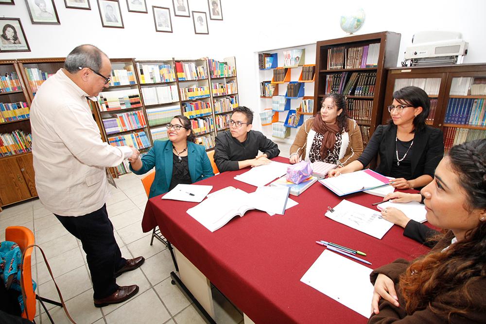 Supervisa el Programa de Pedagogía Hospitalaria, a través del cual se dan clases a unos 10 mil niños internados