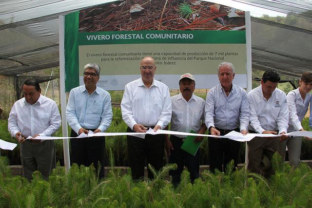 El Secretario Juan José Guerra Abud, acompañado por el titular de Conafor, Jorge Rescala,  de gira en Oaxaca