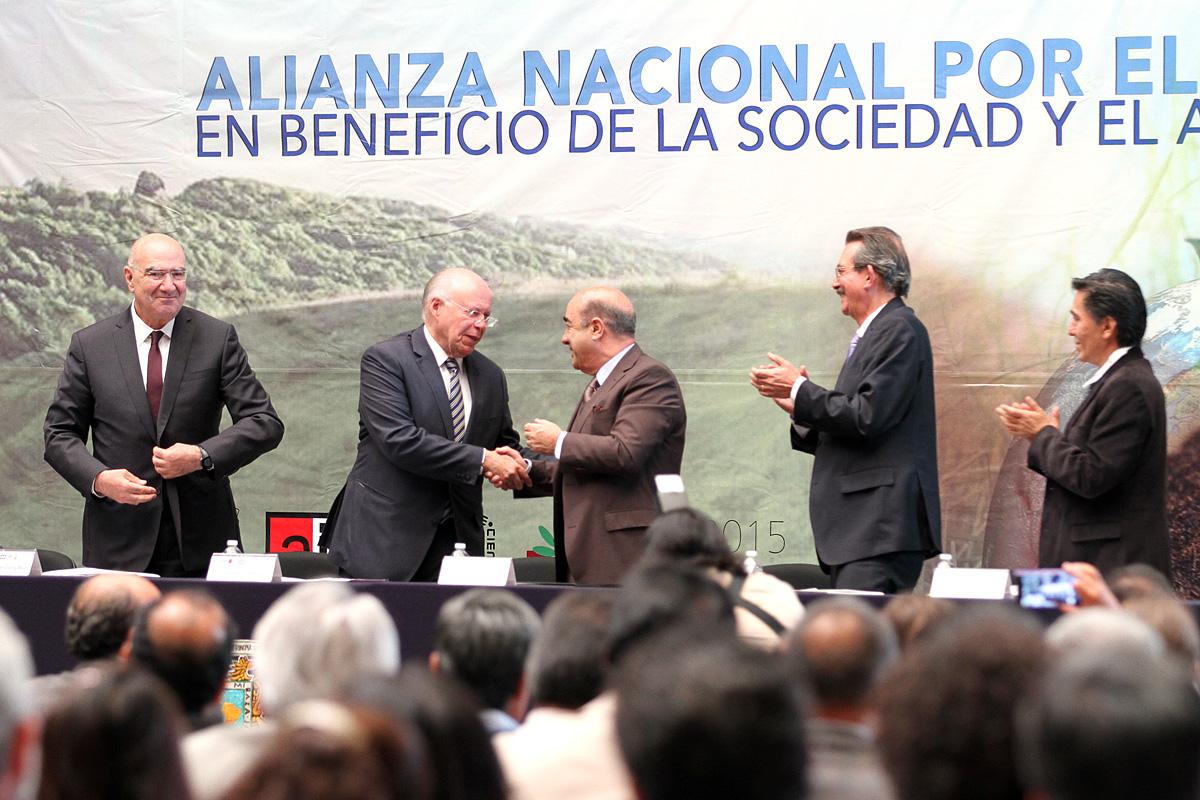 El secretario de Desarrollo Agrario, Territorial y Urbano, Jesús Murillo Karam, durante su participación en el foro para la conformación de la Alianza Nacional por el Suelo en beneficio de la sociedad y el ambiente.