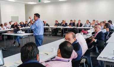 Reunión entre personal del SENASICA, productores, investigadores y gobiernos estatales para fortalecer procesos de producción de tilapa