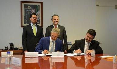 Firma de un acuerdo de colaboración con el Consejo Mundial de Energía para apoyar el fortalecimiento de capacidades y la formación de talento en el sector mediante un programa de pasantías.