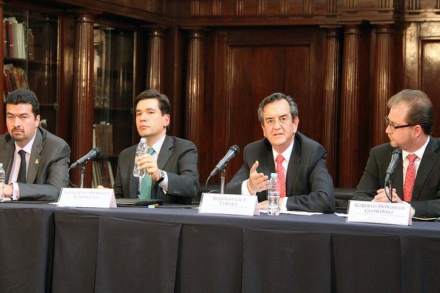 Los Subsecretarios Rodolfo Lacy (Semarnat) y Fernando Aportela (SHCP) en la reunión del GEF.