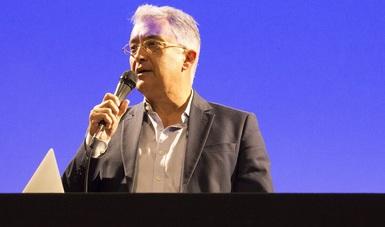 Joao Guilherme Ripper, presidente de la Academia Brasileña de Música, imparte conferencia a miembros de la Orquesta Escuela Carlos Chávez.