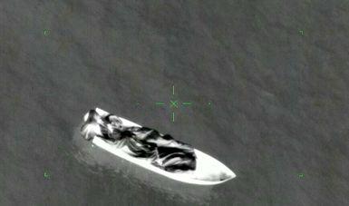 Embarcación detenida con 66 bultos conteniendo en su interior aproximadamente 2 mil 250 kilogramos de polvo blanco con características similares a la cocaína, frente a costas de Oaxaca.