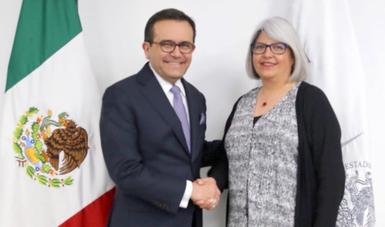 El Secretario Ildefonso Guajardo y Graciela Márquez Colín
