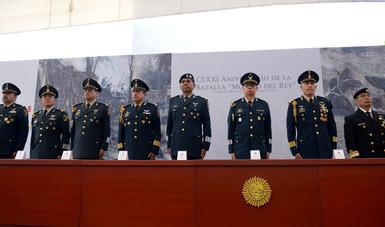 """En su mensaje, el Jefe del EMP recalcó que """"los soldados y marinos mexicanos, como hijos del pueblo, somos herederos de tradiciones y de valores que se sintetizan en una frase: la lealtad inicia con la Patria""""."""