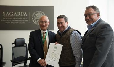 El titular de la SAGARPA, Baltazar Hinojosa Ochoa, le dio posesión del cargo.