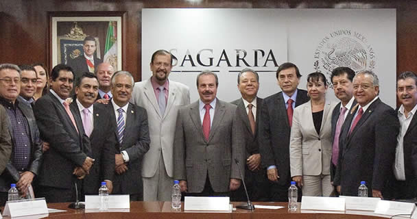 El titular de la SAGARPA, Enrique Martínez y Martínez, se reunió con los integrantes del Comité Ejecutivo Nacional de la Confederación Nacional Campesina (CNC)