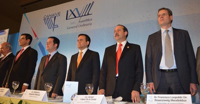 Economía refrenda el compromiso con la Industria del Vestido y convoca a crear una nueva agenda conjunta