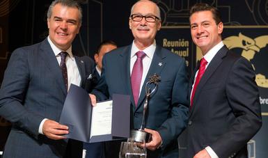 Claudio X. González Laporte, expresó su reconocimiento al Presidente Enrique Peña Nieto, aseguró que las reformas estructurales que impulsó son parte muy importante del entorno moderno y competitivo que tanto necesita nuestro país.