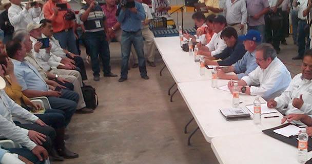 """La instrucción del Presidente Enrique Peña Nieto es brindar total respaldo a los productores afectados por el Huracán  """"Odile"""", principalmente a los pequeños agricultores y ganaderos, además del sector pesquero."""