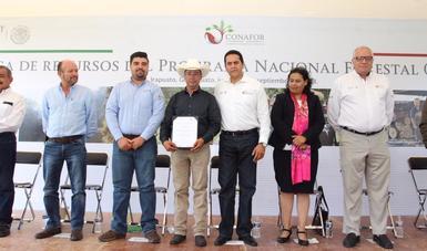Beneficiarios de Guanajuato en la entrega de recursos del PRONAFOR en Irapuato.
