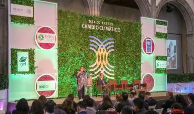 Diputada Silvia Garza y Dr. Juan Carlos Arredondo (Semarnat) en el Tercer Encuentro Nacional México ante el Cambio Climático