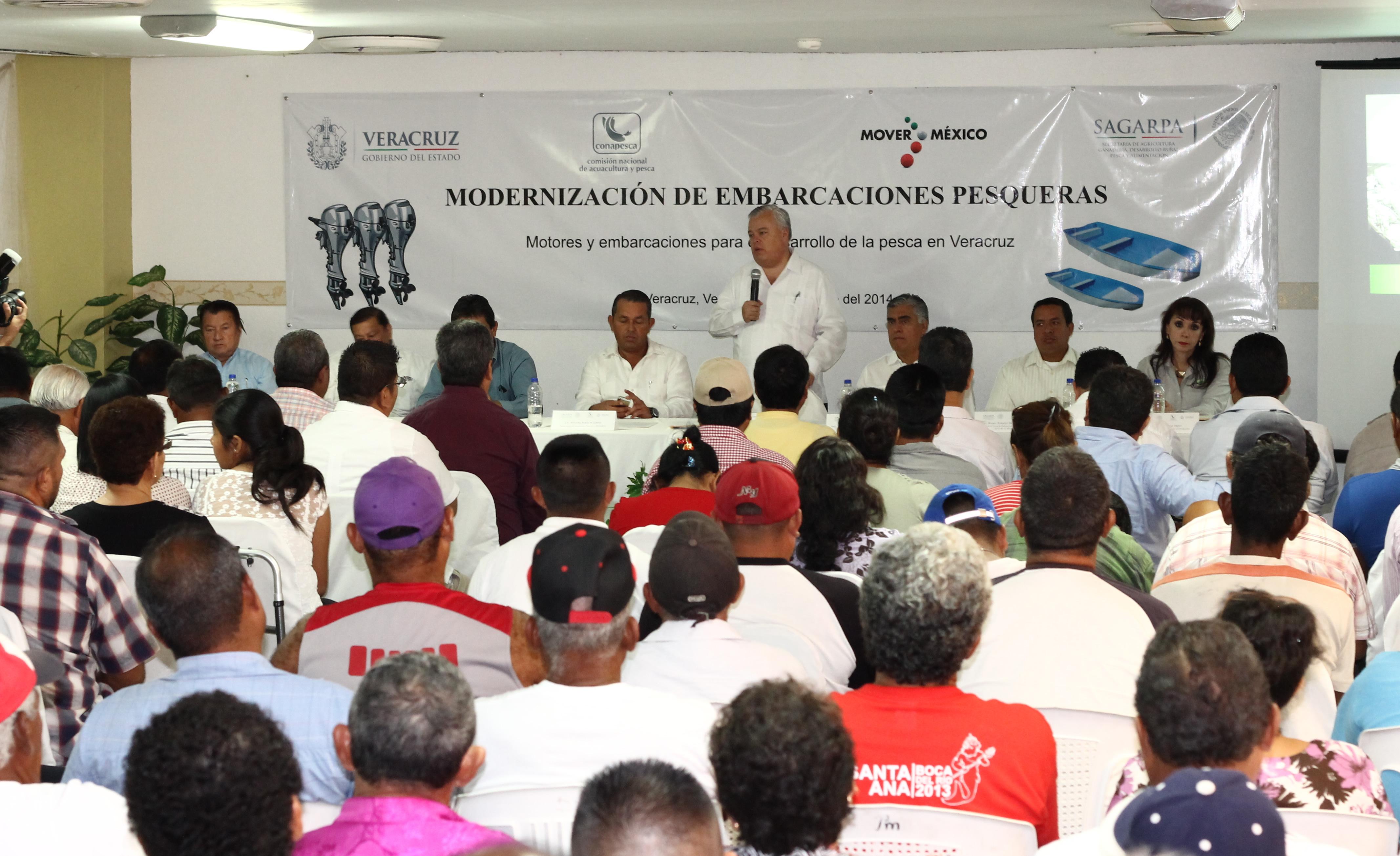 Impulsa CONAPESCA modernización de embarcaciones pesqueras en Veracruz; entrega lanchas y motores fuera de borda