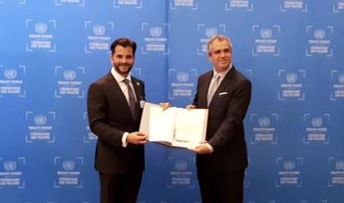 El testimonio de la ratificación lo entregó el Secretario de Medio Ambiente y Recursos Naturales, Rafael Pacchiano Alamán.