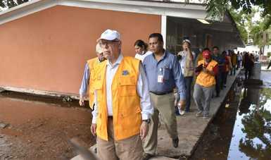 Dr. José Narro Robles, secretario de salud, supervisa la zona afectada de Sinaloa.