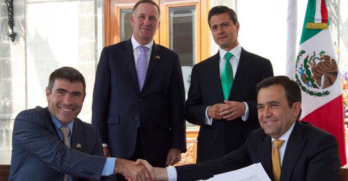 Signan Ildefonso Guajardo y Nathan Guy carta de intención para la innovación y fomento de las Micro, Pequeñas y Medianas Empresas