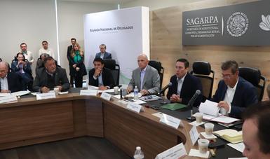 El secretario Baltazar Hinojosa señaló que en la dependencia se trabaja de manera coordinada y responsable con los equipos de transición, a fin de dar fortaleza institucional y continuidad al crecimiento y dinamismo del sector agroalimentario nacional.