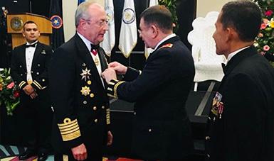 """El Secretario de Marina recibe Condecoración Medalla """"Mare Nostrum"""", de la Fuerza Naval de El Salvador"""