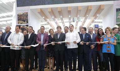 Corte de listón en la ceremonia de inauguración de la 5a Feria Nacional de Pueblos Mágicos.