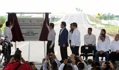 """""""En Michoacán, la inversión realizada solamente en materia de infraestructura durante esta Administración es del orden de 45 mil millones de pesos"""": EPN"""