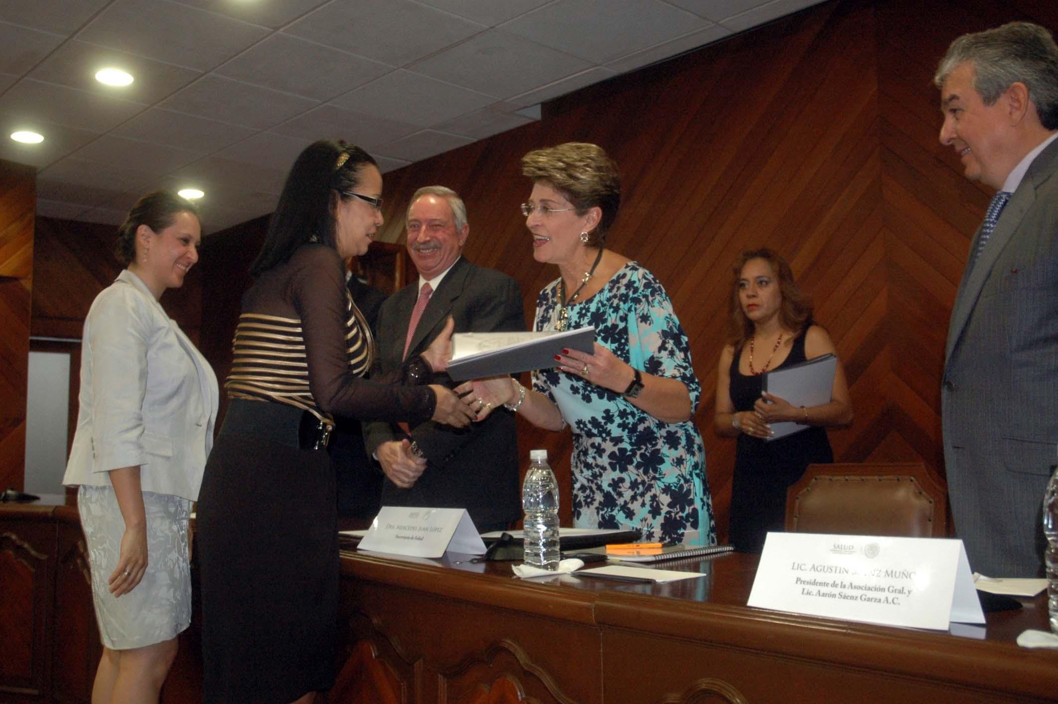 """Premios de Investigación Pediátrica """"Aarón Sáenz"""" 2013"""
