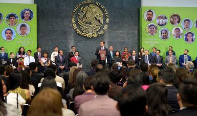 """""""El 40 por ciento de los cerca de 4 millones de nuevos empleos generados en esta Administración han sido para jóvenes"""": EPN"""