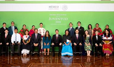 Entregó El Presidente Enrique Peña Nieto El Premio Nacional De La Juventud