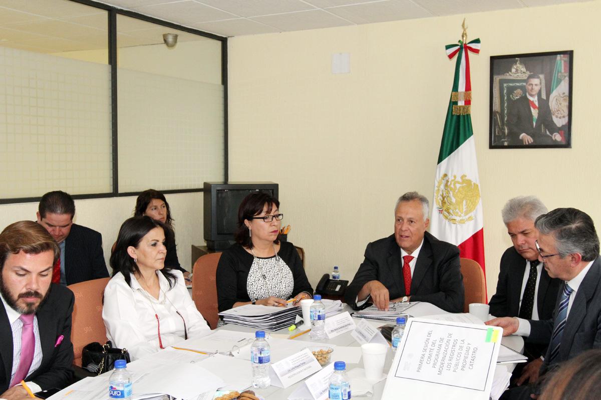 En la imagen, el subsecretario de Ordenamiento Territorial de la SEDATU, Gustavo Cárdenas Monroy, al presidir la reunión del Comité del Programa de Modernización de los Registros Públicos de la Propiedad y Catastros.