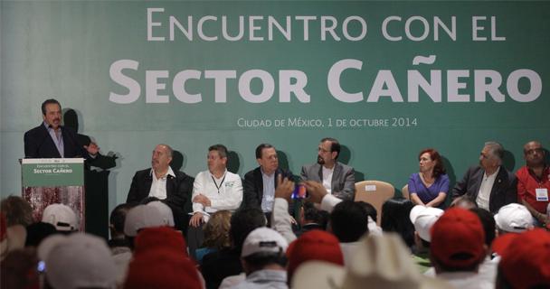 Esta es una respuesta del Presidente Enrique Peña Nieto ante las condiciones difíciles en un sector emblemático para el campo mexicano, generador de ingresos por 25 mil millones de pesos y más de 450 mil empleos directos en sus 52 ingenios azucareros.