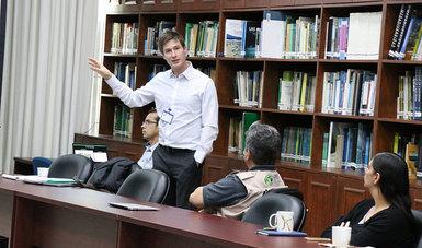 Mtro. Nathan Pavlovic de la Universidad de Illinois, compartió la metodología para calculo de emisiones en el Taller técnico Humos y calidad del aire, AirNow y Sensores de bajo costo, 5 de octubre de 2018.