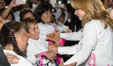 Angélica Rivera de Peña, llama a prevenir el cáncer de mama.