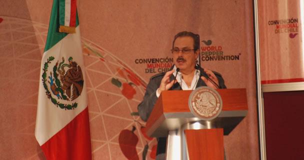 Acompañado por el gobernador de Michoacán, Salvador Jara Guerrero, el secretario Martínez y Martínez destacó que a nivel internacional nuestro país ocupa el segundo lugar en la producción de chile verde.