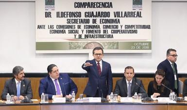 El Secretario Guajardo tomando protesta en la Cámara de Diputados
