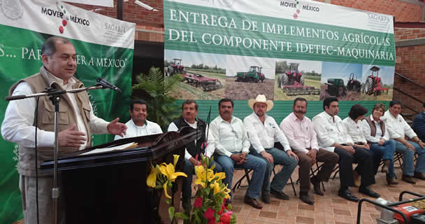 El director general de Productividad y Desarrollo Tecnológico, Belisario Domínguez Méndez, encabezó la entrega de los insumos.