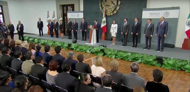 """""""Ustedes, al igual que todos los integrantes del Gabinete del Gobierno de la República, tienen que ser ejemplo de responsabilidad, profesionalismo y compromiso con México"""", dijo el Primer Mandatario a los nuevos integrantes del gabinete."""