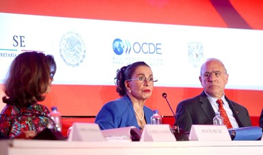 En la imagen, Rocío Ruíz, Subsecretaria de Competitividad y Normatividad con José Ángel Gurría, de OCDE