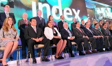 El Subsecretario Rogelio Garza acompañado de miembros de la 45 Convención de la Industria Maquiladora y Manufacturera de Exportación (INDEX)