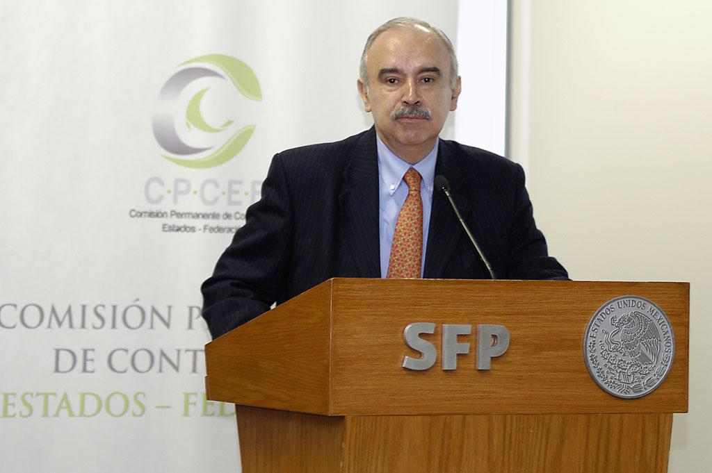 El Subsecretario de Responsabilidades Administrativas y Contrataciones Públicas, Julián Olivas Ugalde.