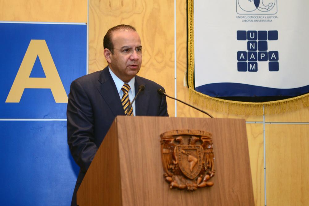 El Secretario del Trabajo y Previsión Social, Alfonso Navarrete Prida, durante la inauguración del X Congreso Nacional de Sindicatos Universitarios, organizado por la Confederación Nacional de Trabajadores Universitarios.