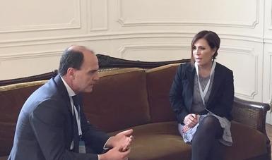 La secretaria Rosario Robles y el ministro Cristián Monckeberg Bruner hablaron de las experiencias en los procesos de reconstrucción.